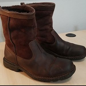 Uggs fur-lined 5626 leather suede boots size 9. S